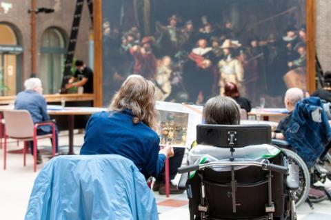 Rijksmuseum brengt levensgrote Nachtwacht naar 30 verpleeg- en verzorgingshuizen. Foto: Janiek Dam